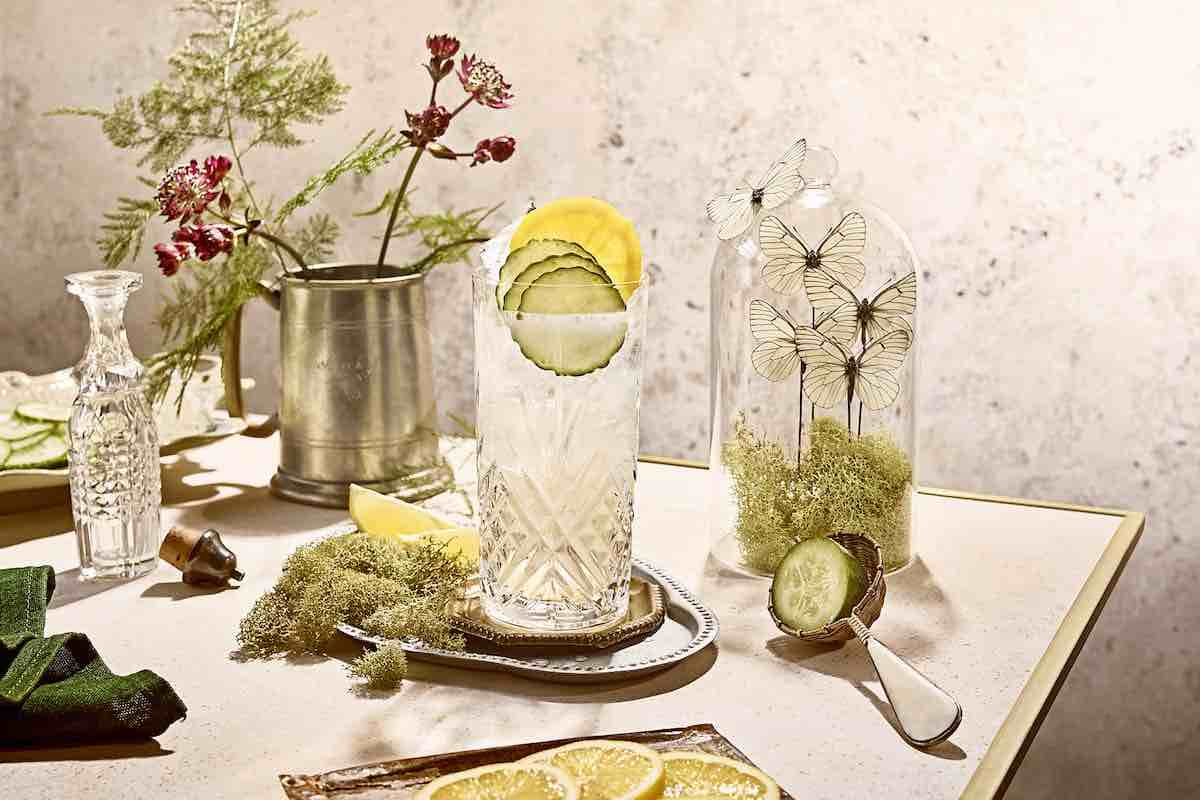 spring cocktails with flowers