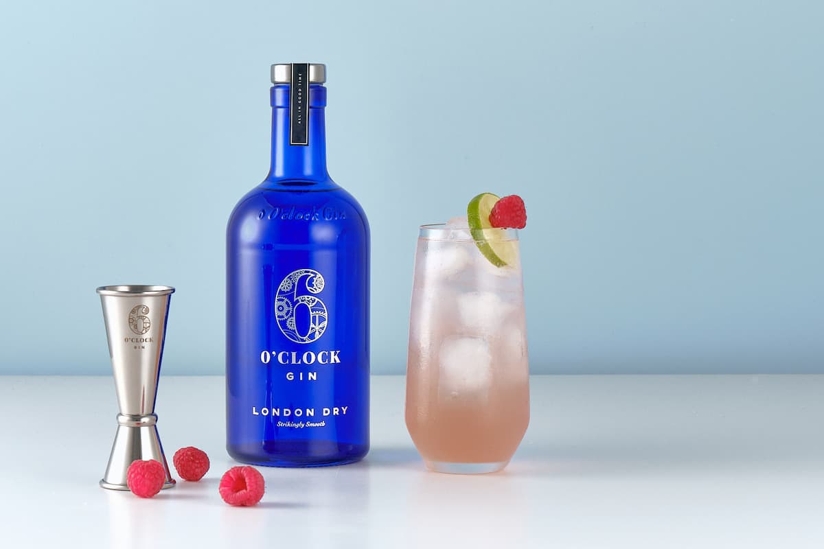 6 o'clock gin bottle with cocktail and raspberries