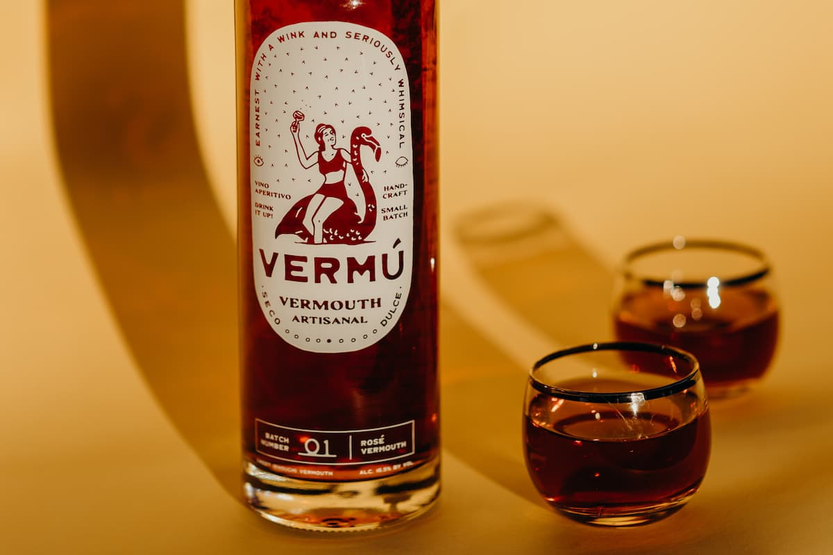 vermu rose vermouth bottle with two glasses